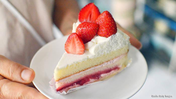 News video: Super leichtes Rezept für Frischkäse-Torte mit Früchten