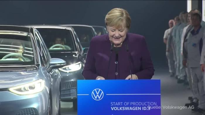 Video: Merkel fordert Anstrengungen für E-Auto-Infrastruktur