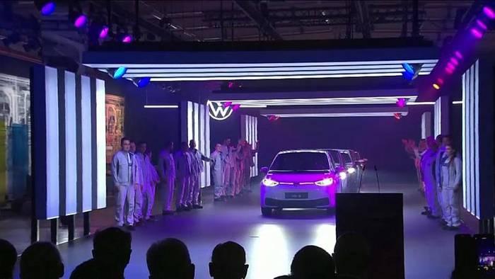Video: Volkswagen beginnt ID.3-Produktion in Zwickau