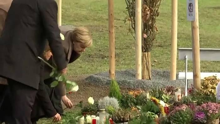 Video: Gedenken trotz Störer: Merkel erinnert an NSU-Opfer in Zwickau