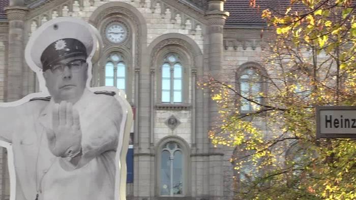 News video: Heinz-Erhardt-Denkmal nach Diebstahl wieder aufgestellt