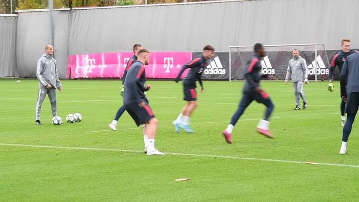 News video: Bayern München: Gut gelaunter Flick leitet erstes Training
