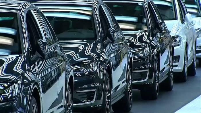 Video: Autogipfel bei der Kanzlerin: Prämien und Ladestationen