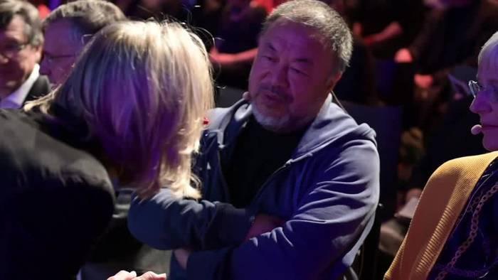 News video: Ai Weiwei fordert mehr Menschlichkeit gegenüber Flüchtlingen