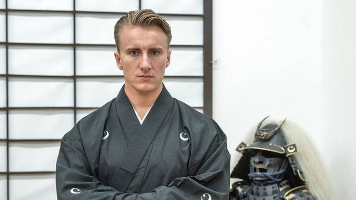 Video: 18-jähriger Deutscher reist nach Japan: Dann kehr er als japanischer Kriegsadeliger zurück