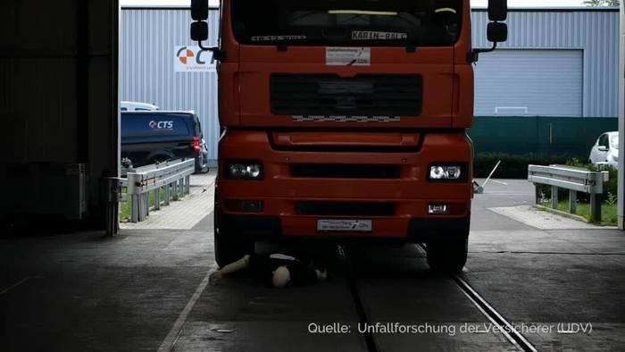 News video: Forscher: Fußgänger schützen - Anfahrstopp-Technik für Lkw