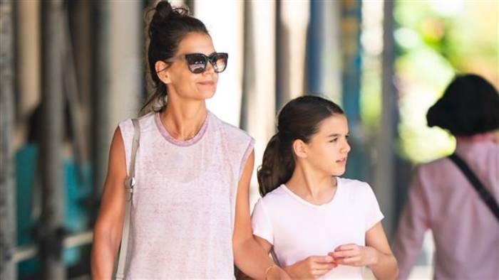 News video: So nah stehen sich Katie Holmes und Tochter Suri