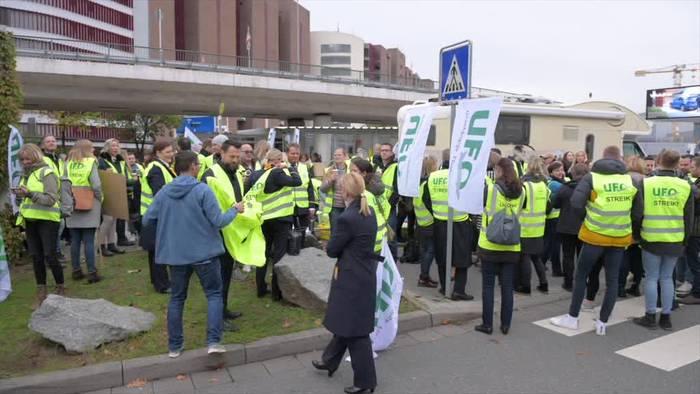 News video: Flugbegleiter drohen mit neuen Streiks