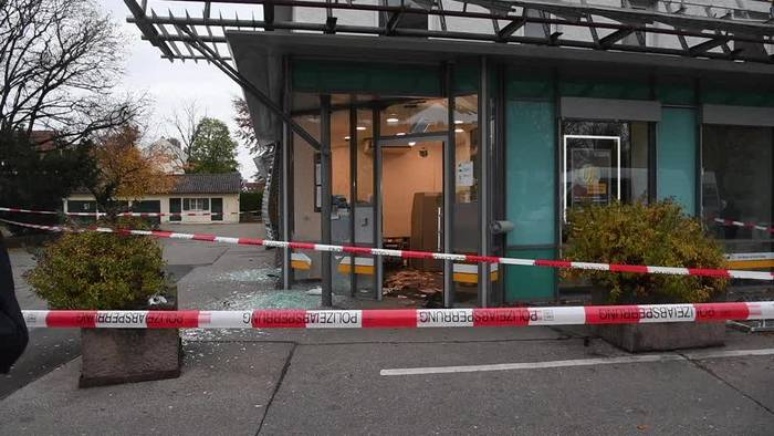 News video: Kriminelle sprengen Bankautomaten in Augsburg