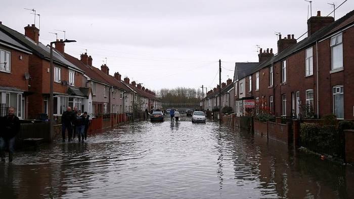 Video: Immer noch Flutwarnungen in Großbritannien