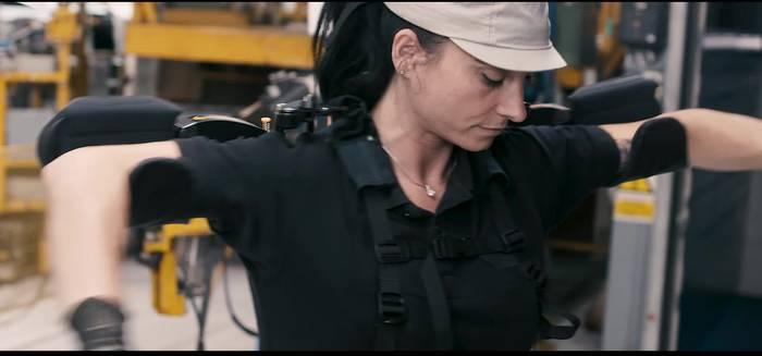 Video: Nissan test erfolgreich Exoskelette für Nissan Mitarbeiter in der Produktion