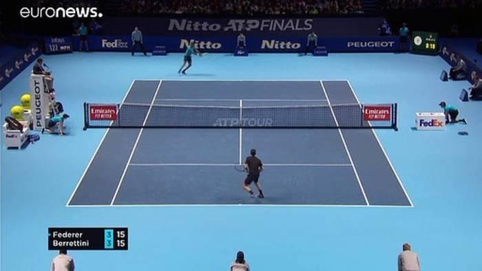 News video: ATP Finals: Federer wahrt Chance auf 7. Turniersieg