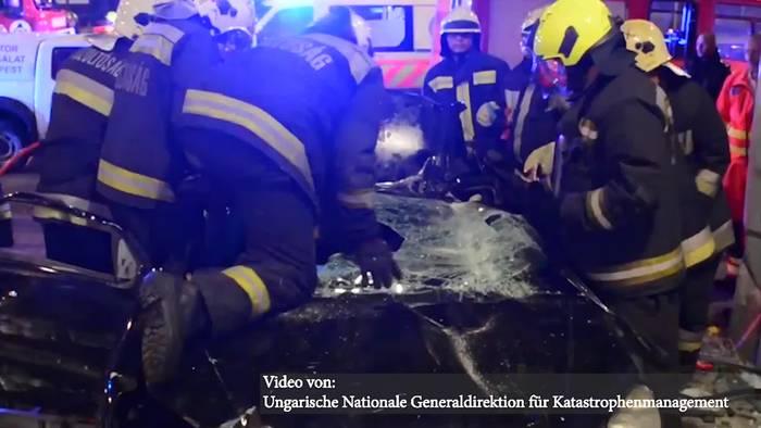 News video: Budapest: PKW rast ungebremst in Baumarkt!