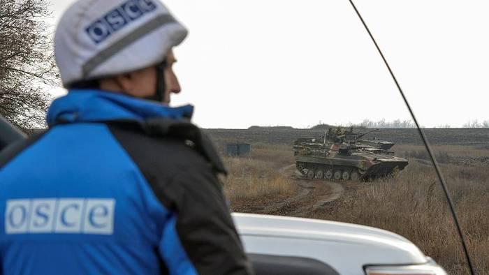 Video: Wege zum Frieden in der Ostukraine? Prorussische Separatisten und die Ukraine ziehen Streitkräfte ab