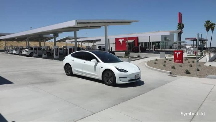 News video: Regierung hält Zeitplan für neue Tesla-Fabrik für ehrgeizig