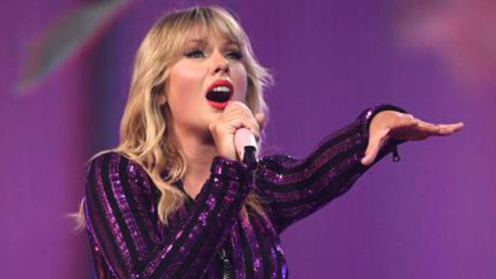 Video: Taylor Swift darf ihre eigenen Songs nicht mehr spielen