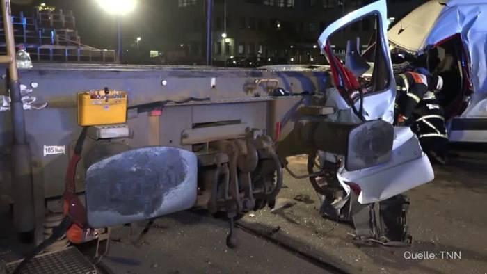 Video: Güterzug rammt Kleintransporter in Hamburg: ein Verletzter