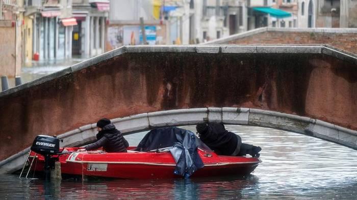 Video: Kein Durchatmen: Venedig kämpft erneut gegen Wassermassen
