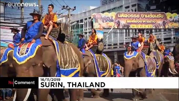 News video: Dickhäuter spielen Fußball: Elefanten-Festival in Thailand