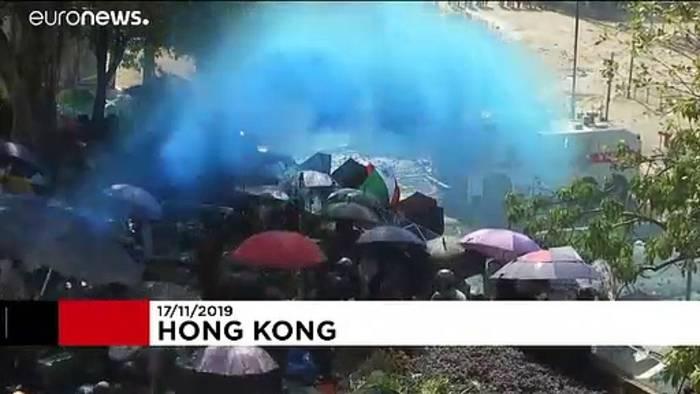 News video: Hongkong: Studierenden liefern sich mit Polizei Gefechte