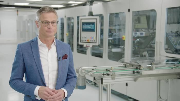 Video: BMW Group Battery Cell Competence Center - Joerg Hoffmann, Leiter Produktionstechnologie und Produktion Batteriezelle und Brenns
