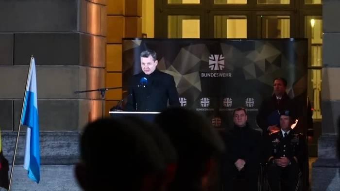 Video: Bundeswehr-Gelöbnis in München - und friedlicher Protest