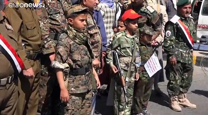 Video: Schiessen statt Schule - Kindersoldaten im Jemen