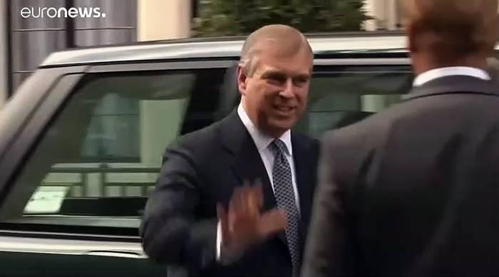 Video: Am 72. Hochzeitstag seiner Eltern: Prinz Andrew lässt Aufgaben ruhen