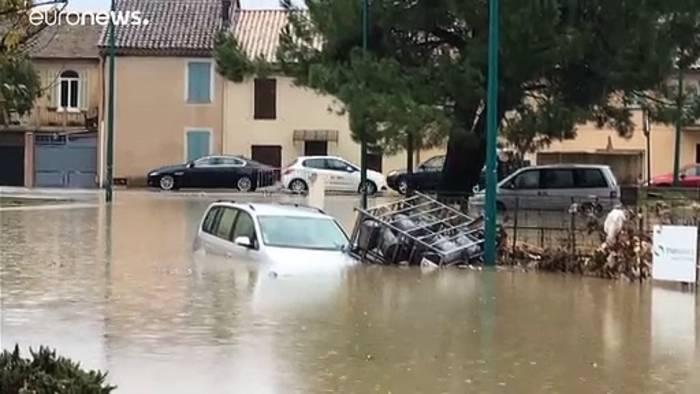 Video: Wetter spielt verrückt: 4 Tote und eine eingestürzte Autobahnbrücke