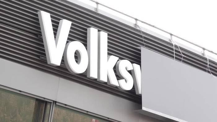 News video: Schriftzug «Volkswagen Halle» vor AfD-Parteitag abgedeckt