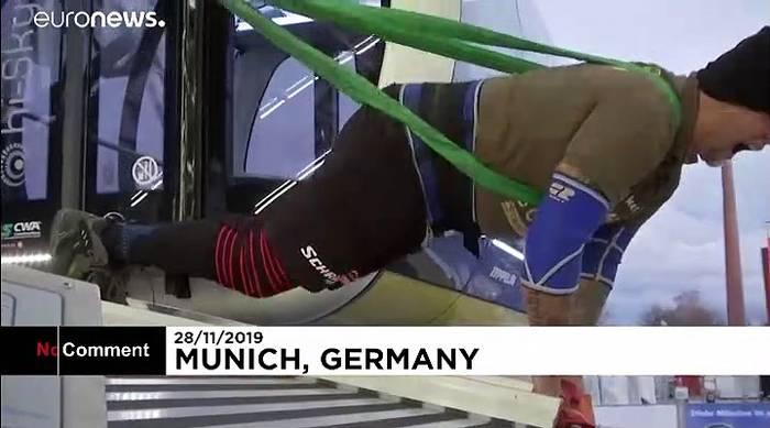 News video: Starkes Stück in München: Österreicher bewegt 27 Riesenrad-Gondeln