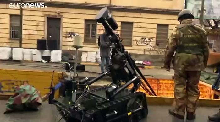 Video: 65 Kilo Dynamit: Bombe aus Zweitem Weltkrieg in Turin entschärft