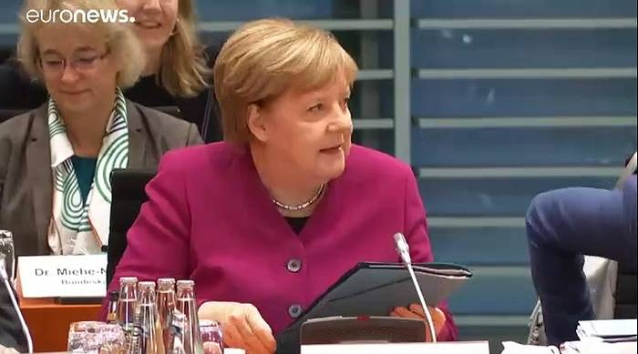 Video: Agrargipfel: Merkel will Landwirte stärker einbinden