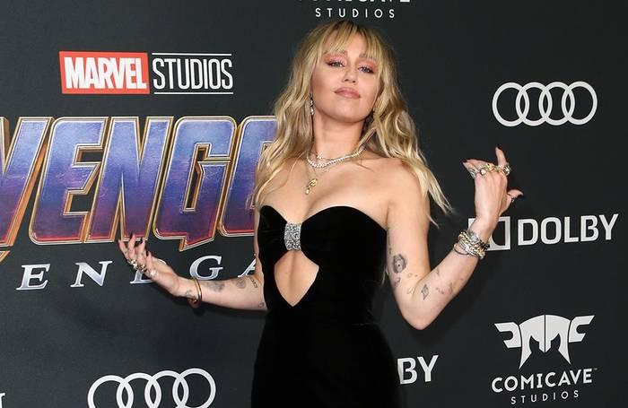 News video: Miley Cyrus und Cody Simpsons: Es ist 'lustig und unkompliziert'