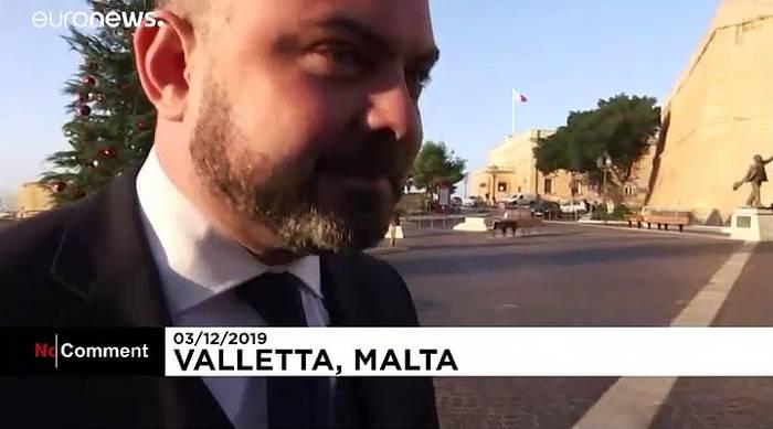 Video: Eierwurf gegen Maltas Minister