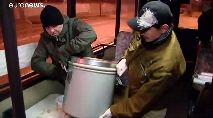 Video: Der Obdachlosenbus von Lodz - jährlich 100 Kältetote in Polen