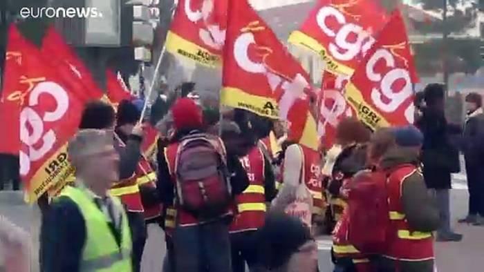 News video: Generalstreik legt Paris lahm - Tränengas in Lyon