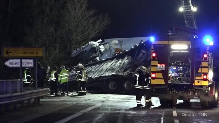 News video: Lkw geht nach Crash bei Uelzen in Flammen auf