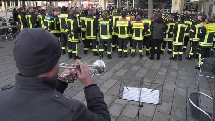News video: Augsburgs Feuerwehrleute trauern um getöteten Kollegen
