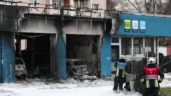 News video: Nürnberg: Werkstatt samt Autos vollkommen ausgebrannt
