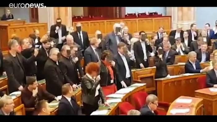 Video: Ungarn: Parlament beschließt umstrittenes Theatergesetz