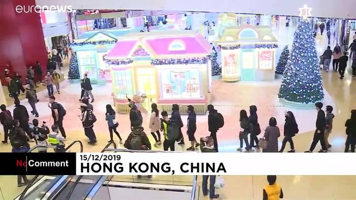 News video: Hongkong: Demonstranten stürmen Einkaufszentren
