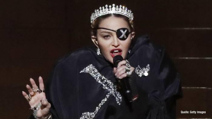 Video: 36 Jahre jünger als Madonna Neuer Freund knackt Alters-Rekord