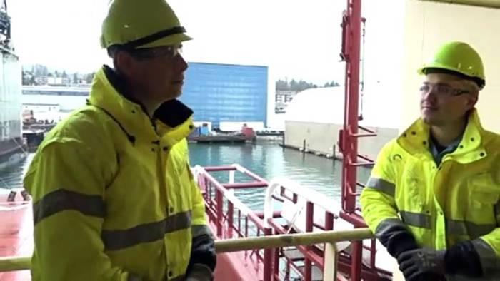 Video: Mit 600 Meter langem Staubsauger: Dänen fischen Müll aus dem Pazifik