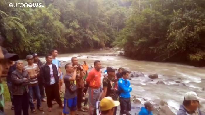 News video: 26 Tote durch Busunglück auf Sumatra