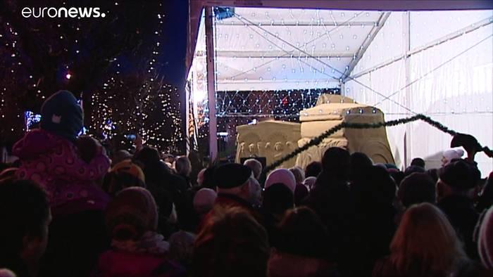News video: Eine Weihnachtskrippe aus Sand gebaut
