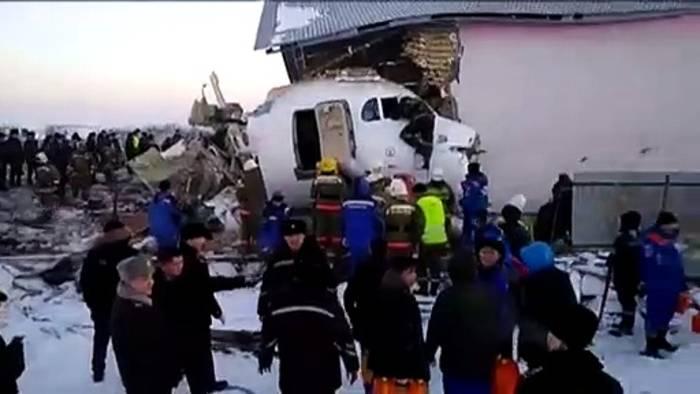 Video: Flugzeugabsturz in Kasachstan