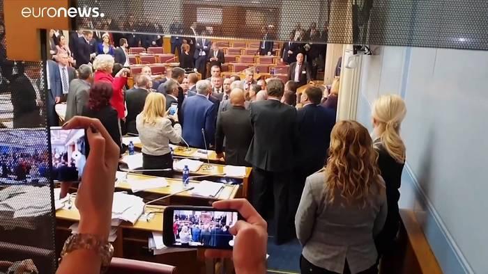 News video: Tumulte im Parlament -  Montenegro billigt strittiges Kirchengesetz