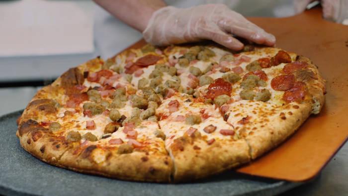 News video: Dieser Roboter schafft 300 Pizzen die Stunde
