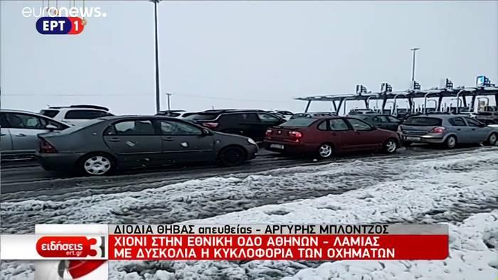 News video: Schneechaos in Griechenland - Autofahrer sitzen stundenlang fest